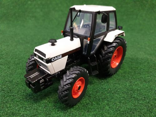 Case 1494 4wd White (1:32 Scale)